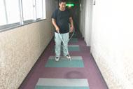 垂水ベイサイドホテルアザレアにて室内用消臭剤「においを食べる水」を使用している様子
